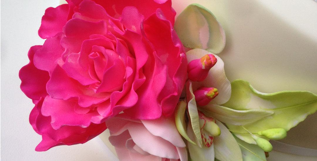 Wedding cake pink flower detail